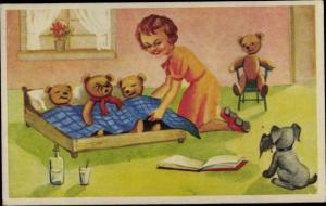 Künstler Ak Mädchen bringt Teddybären zu Bett
