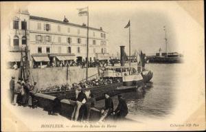 Ak Honfleur Calvados, Hafenpartie, Arrivee du Bateau du Havre