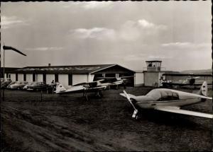 Ak Hegenscheid Altena im Sauerland, Flugplatz, Flugzeuge
