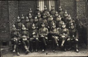 Foto Ak Deutsche Soldaten, Gruppenbild, Pickelhauben