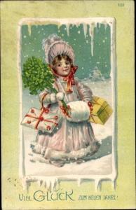 Präge Ak Glückwunsch Neujahr, Mädchen mit Geschenken, Klee