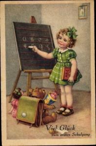 Ak Glückwunsch Einschulung, Mädchen an der Tafel, Teddy mit Ranzen