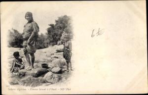 Ak Sahara Algérien, Femme lavant à l'Ouel