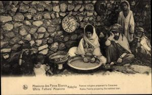 Ak Kabylie Algerien, Femme indigene preparant le Couscous
