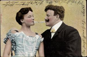 Ak Mann und Frau mit Zigaretten