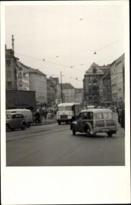 Foto Ak Straßenpartie, Verkehr, Autos, LKW