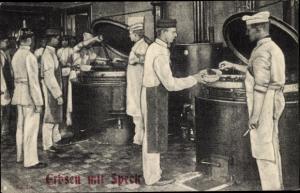 Ak Deutsche Soldaten in der Großküche, Kantine, Erbsen mit Speck