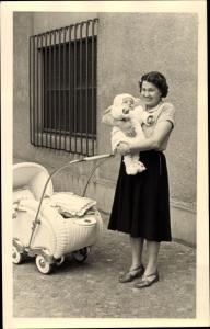 Foto Ak Mutter mit Kleinkind, Kinderwagen