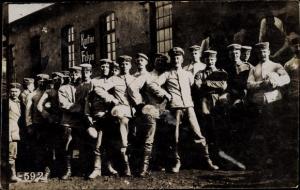 Foto Ak Soldaten in Uniformen, Kantine Felzen