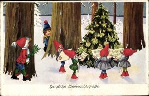 Ak Frohe Weihnachten, Zwerge singen im Wald am Weihnachtsbaum