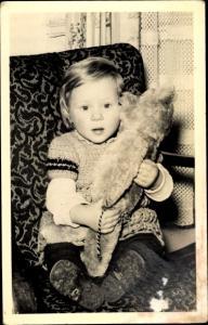 Foto Ak Portrait von einem Kleinkind mit Teddy