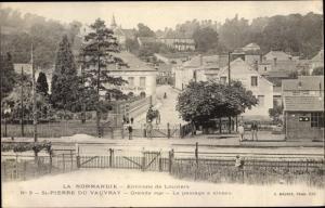 Ak Saint Pierre du Vauvray Eure, Grande Rue, Le passage a niveau