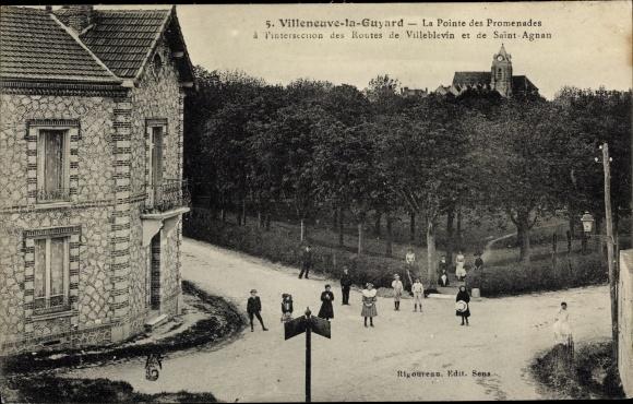 Ak Villeneuve la Guyard Yonne, La Pointe des Promenades, Eglise Saint Agnan 0