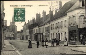 Ak Villeneuve l'Archeveque Yonne, La Grande Rue, Geschäfte