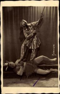 Foto Ak Schauspieler bei einer Theaterszene, Autogramm
