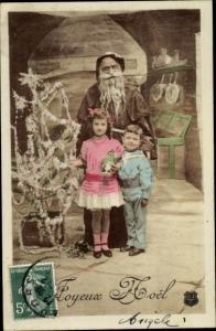 Ak Glückwunsch Weihnachten, Weihnachtsmann, Junge, Mädchen, Tannenbaum