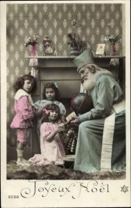 Ak Glückwunsch Weihnachten, Weihnachtsmann, Mädchen, Junge, Ball