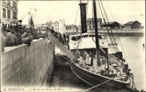 Ak Honfleur Calvados, L'Arrivee du Bateau du Havre