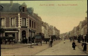 Ak Pacy sur Eure Eure, rue Edouard Ysambard, coches, cycliste, la poste, magasin du tabac