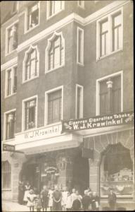 Foto Ak Hagen in Westfalen, Zigarren Geschäft von W. J. Krawinkel, Kinder, Gruppenbild