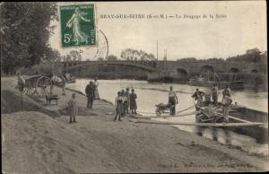 Ak Bray sur Seine Seine et Marne, Le Dragage de la Seine