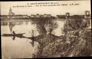 Ak Saint Mathurin sur Loire Maine et Loire, Blick auf das Ufer der Loire, Kirche, Brücke