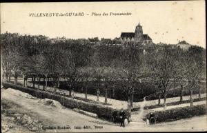 Ak Villeneuve la Guyard Yonne, Place des Promenades