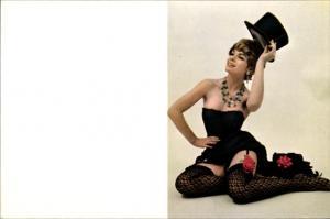 Junge Frau stehend in Netzstrümpfen v. 1912 (EA03) Nr. OID