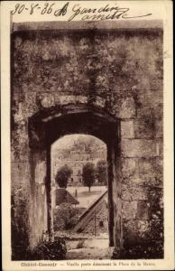 Ak Chatel Censoir Yonne, Vieille porte dominant la Place de la Mairie