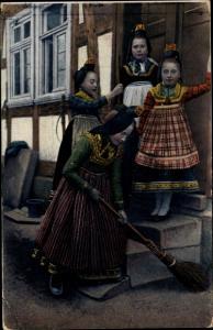 Ak Hessische Trachten, Hessenmädchen bei der Hausarbeit