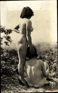 Foto Ak Erotik, zwei nackte Frauen, Rückansicht, Busen