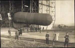 Foto Ak Militärballon im Kaiserreich, Zeppelinhalle, Soldaten