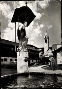 Ak Serfaus im Oberinntal Tirol, Brunnen, Kirche