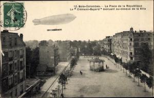 Ak Bois Colombes Hauts de Seine, La Place de la Republique, Le Clement Bayard evoluant