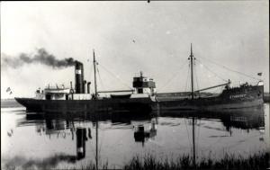 Foto Ak Frachtschiff Sturzsee, Kohlenschiff, Wasserspiegelung