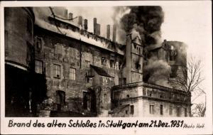 Ak Stuttgart, Brand des alten Schlosses am 21.12.1931, Fassade, Qualm