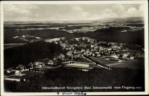 Ak Königsfeld im Schwarzwald Baar Kreis, Panoramaansicht von Ortschaft, Fliegeraufnahme