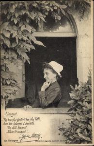 Ak Loir et Cher, En Sologne, Frau in Tracht am Fenster