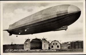 Ak LZ 127 Graf Zeppelin Luftschiff über der Luftschiffhalle