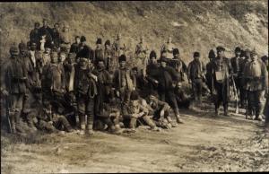 Foto Ak Deutsche Soldaten in Uniformen, Serbische Soldaten in Uniformen, I. WK