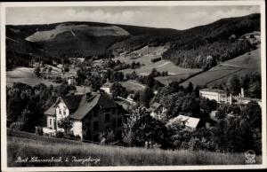 Ak Świeradów Zdrój Bad Schwarzbach Schlesien, Teilansicht vom Ort, Feldpartie, Hügel