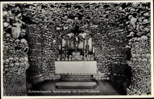 Ak Czermna Tscherbeney Kudowa Zdrój Niederschlesien, Schädelkapelle, Innenansicht