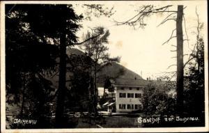 Ak Jachenau in Oberbayern, Gasthof, Gesamtansicht, Bergpanorama, Wald