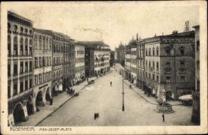 Ak Rosenheim Oberbayern, Max Josef Platz, Arkaden, Café, Häuserfassaden, Brunnen