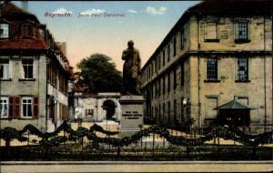 Ak Bayreuth in Oberfranken, Jean Paul Denkmal, Gesamtansicht, Häuserfassaden