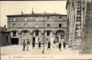 Ak Commercy Lothringen Meuse, La Cour de l'Ecole Normale