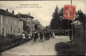 Ak Commercy Lothringen Meuse, Le 155e de Ligne rentrant au Quartier