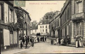 Ak Rugles Eure, Route de Rouen, groupe de gens