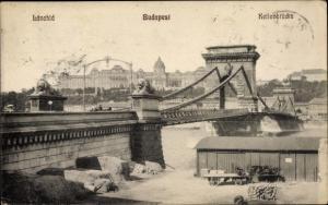 Ak Budapest Ungarn, Lanchid, Kettenbrücke, Lagerhalle am Flussufer