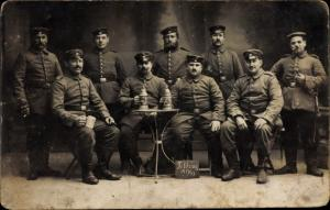 Foto Ak 7. Komp. Landw. Inf. Regt. Nr. 40, Soldaten, Gruppenbild, Bier, I. WK